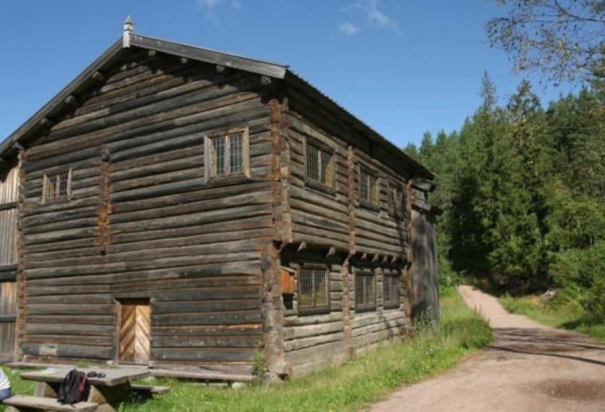 Vikebygningen. Bygningen er flyttet fra sundplassen Østre Vikersund i 1990